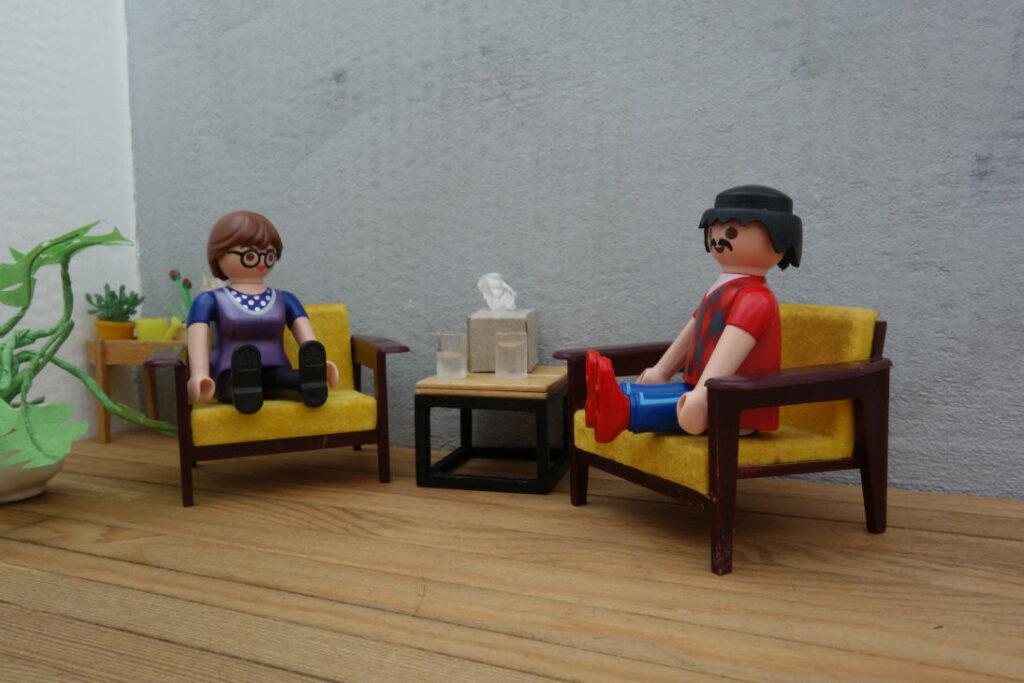 Therapeutin und Klient*in im Einzelgespräch